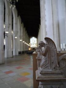 engel kerkbank