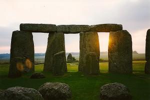Lichtbollen-Stonehenge2-300x201