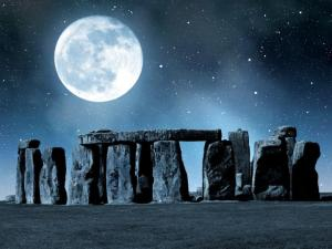 stonehenge-moon